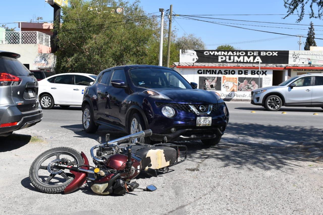 Derriban a motociclista en el bulevar Ejército Mexicano en Monclova