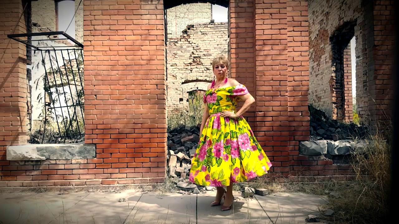 Realiza cantautora colecta de ropa invernal en la Diana Laura