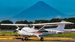 Encuentran avioneta destruida sin tripulantes en el suroeste de Guatemala