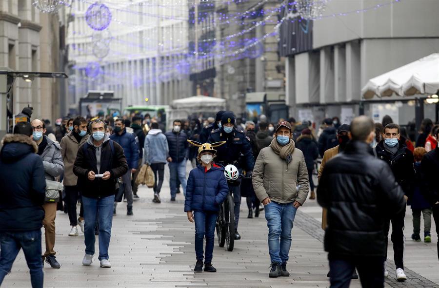 Italia suma 10,800 nuevos contagios y la tasa de positividad llega al 13.8 %