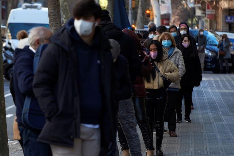 España cerca de dos millones de contagios y suma 241 muertes desde fin de año