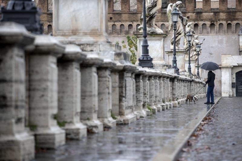 Italia registra más de 15,000 nuevos casos y 649 muertos el último día