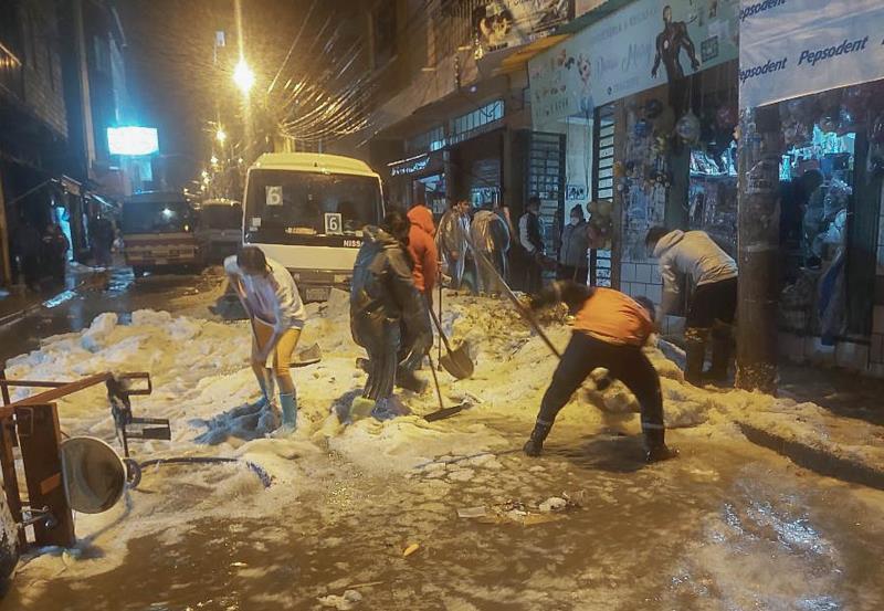 Bolivia se moviliza para apoyar a los damnificados tras la tormenta en Sucre