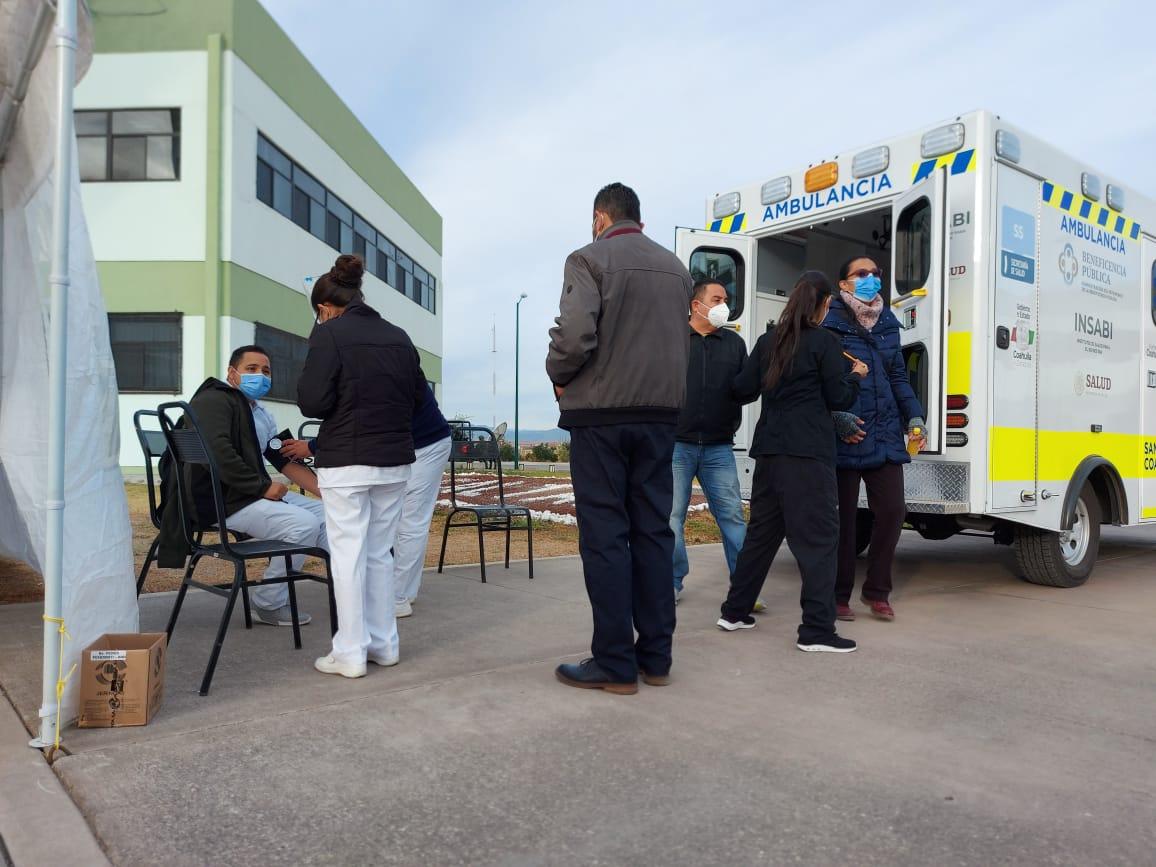 Sufren reacciones empleados de la salud de la Región Centro con vacuna contra el COVID-19