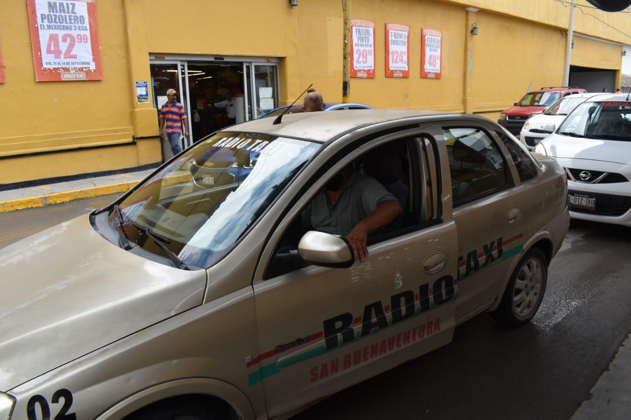 Operan taxis de 'San Buena' en condiciones inseguras