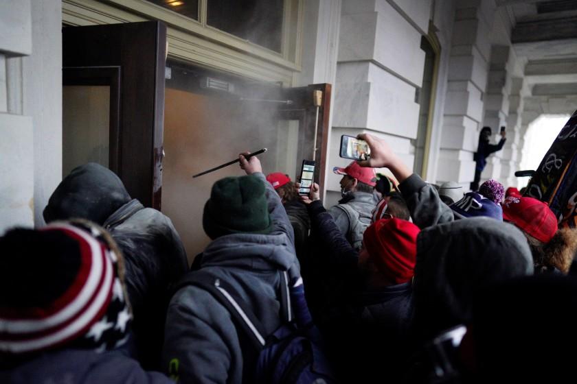 Ultraderechistas amagan con asaltar la casa del gobernador de Washington
