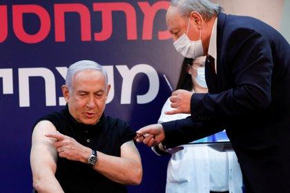 Netanyahu negocia recibir más dosis de Pfizer