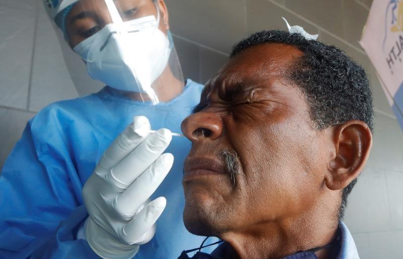 Los casos globales suben a 86.4 millones, con repunte de contagios y muertes