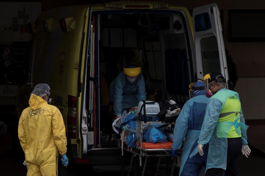 Chile suma 4,201 contagios de COVID y cumple un semana con casos disparados