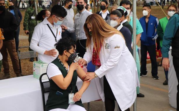 Surge segundo caso de reacción a la vacuna contra COVID-19 en la Región Centro