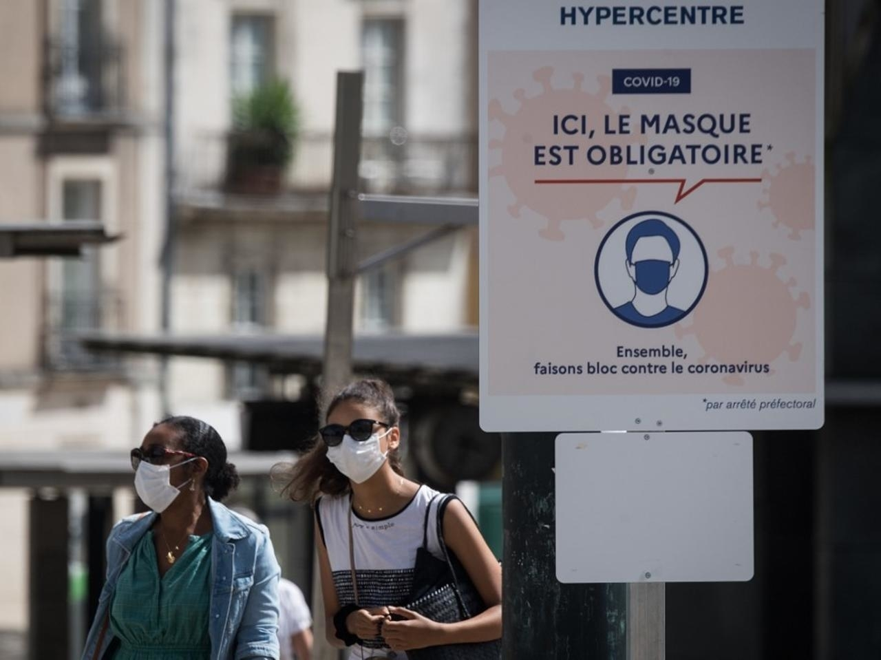 Endurecen toque de queda en Francia por aumento de los contagios de covid