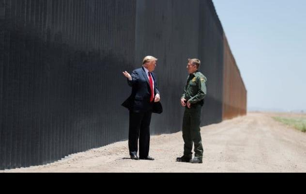 Trump viajará el martes a Texas para visitar construcción del muro con México