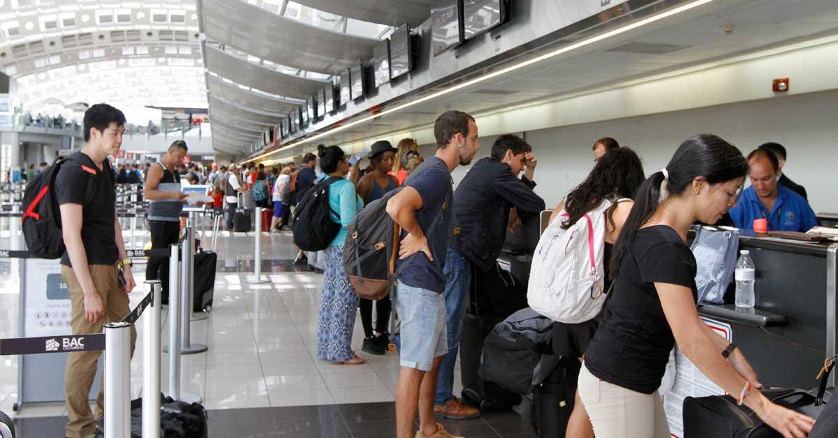 Costa Rica celebra reactivación de vuelos a zona turística en el Pacífico
