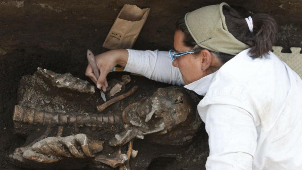 México analiza 80 entierros prehispánicos