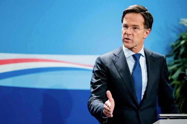 Gobierno de Rutte, al borde de dimisión por escándalo de ayudas a familias