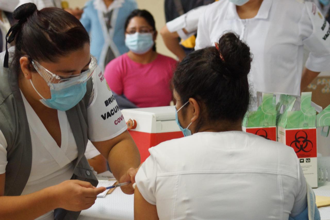 ¿Cómo es la vacunación contra el COVID-19 en México?