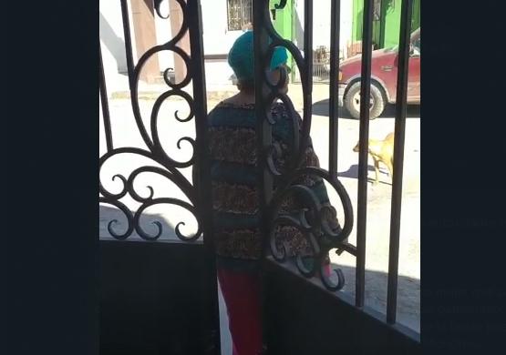Mujer agrede a vecinos en Monclova