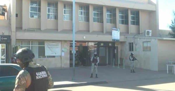 Hombre armado asalta a personal del IMSS y roba 7 tanques de oxígeno