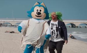 'Benito Bodoque' y Brozo sorprenden a Loret de Mola en la playa