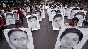 AMLO: Continúa abierta investigación sobre Ayotzinapa