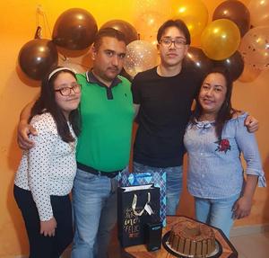 Giovanni celebra 16 años en Monclova
