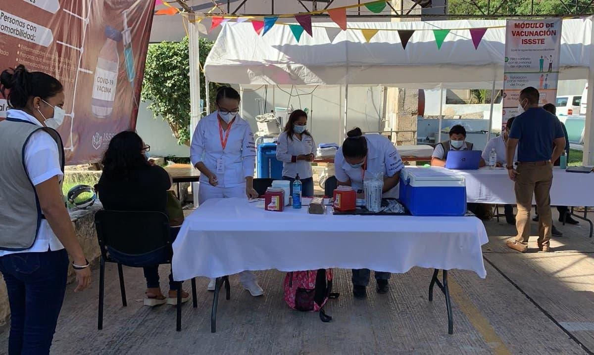 Gobierno de México inicia vacunación contra el COVID-19 a docentes en Campeche