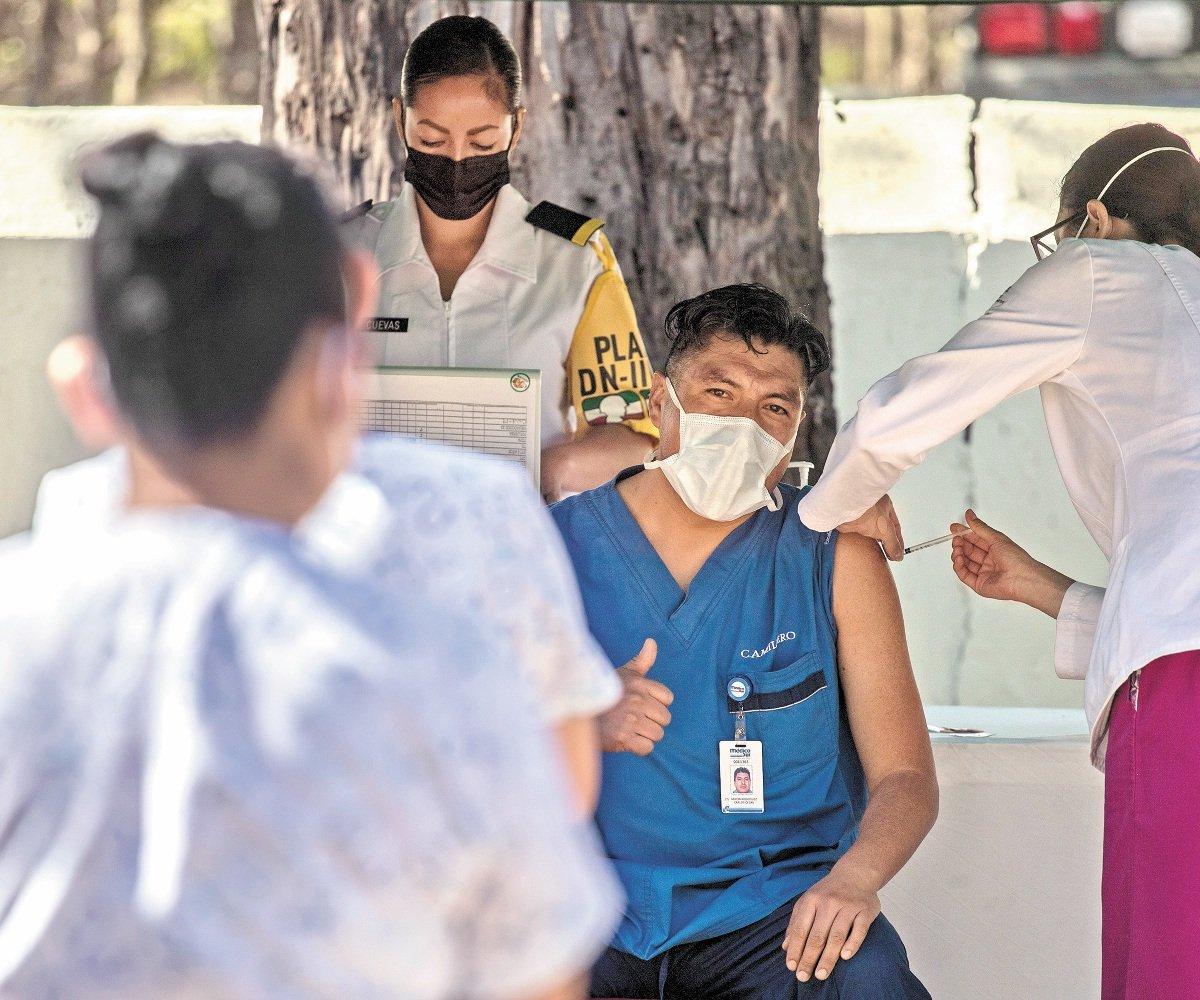Estados deberán esperar tres meses para comprar vacunas contra COVID-19