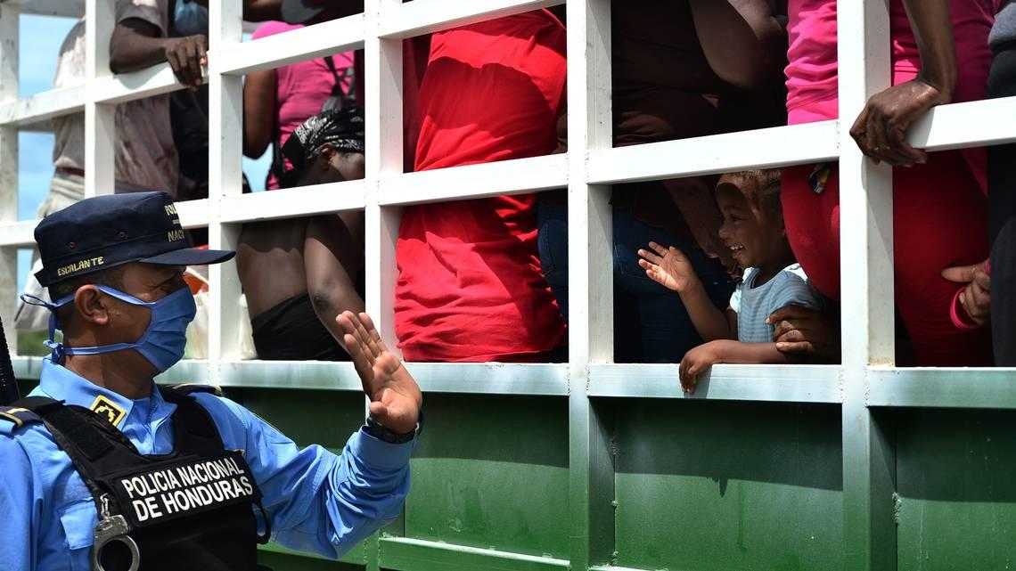 Detienen en Honduras a cinco cubanos y tres presuntos traficantes de personas