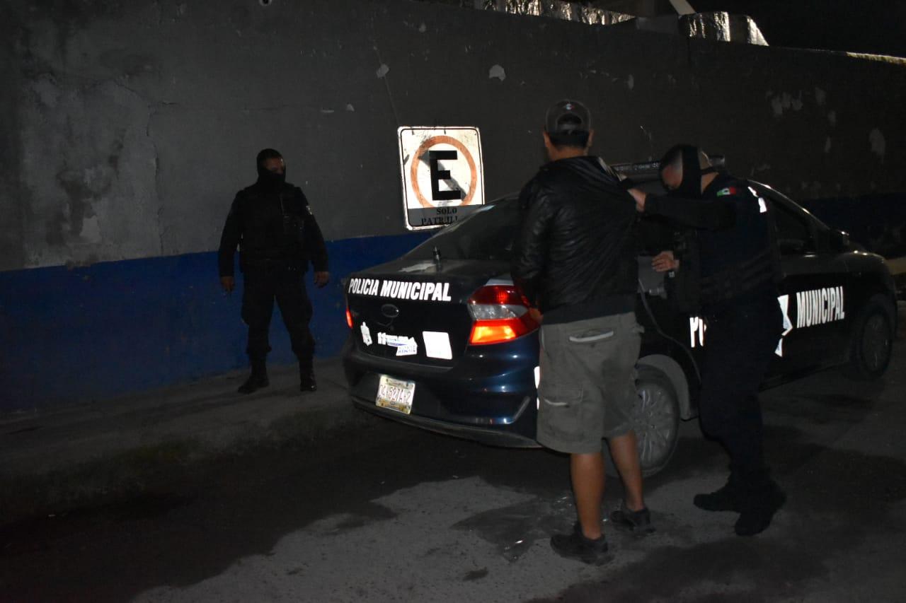 """Esperaba taxi con """"caguama"""" en mano en Monclova"""