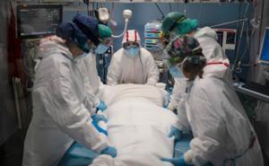 Colapsan hospitales de España por aumento de casos de COVID-19