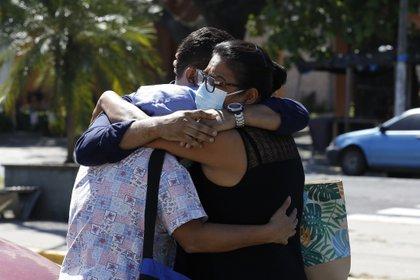 Once personas más mueren en El Salvador por la COVID y la cifra sube a 1,572