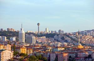 Ankara confía en resolver conflicto mediante diálogo, tras reunión con Grecia