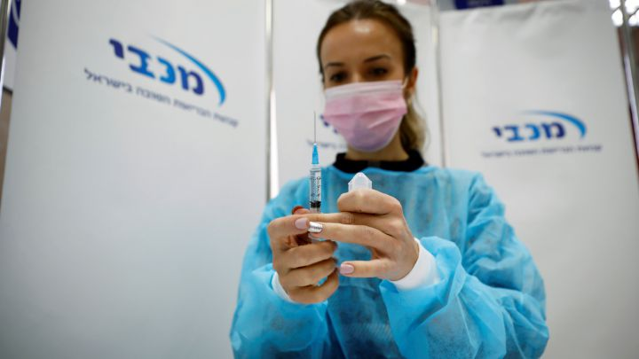 España apoyará las acciones de la CE ante los retrasos de las vacunas