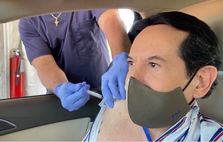 Juan José Origel responde a sus atacantes tras vacunarse contra el COVID-19