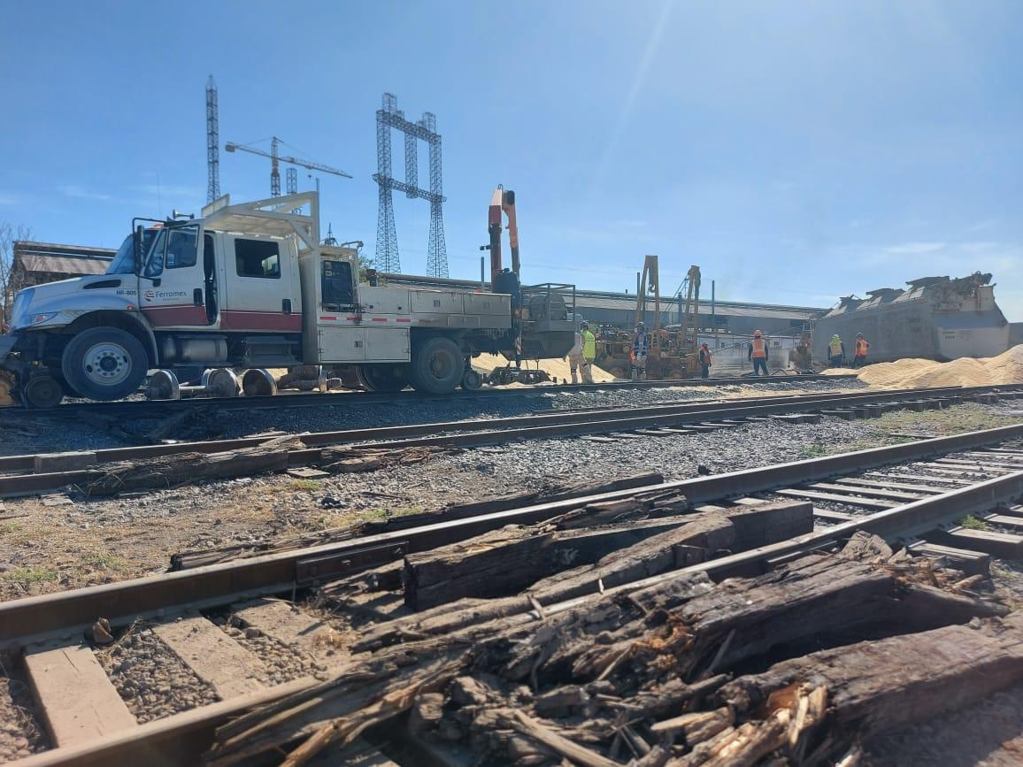 Inicia levantamiento de carros ferroviarios descarrilados en Frontera
