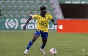 El nigeriano Adekanye se desvincula del Cádiz y regresa al Lazio