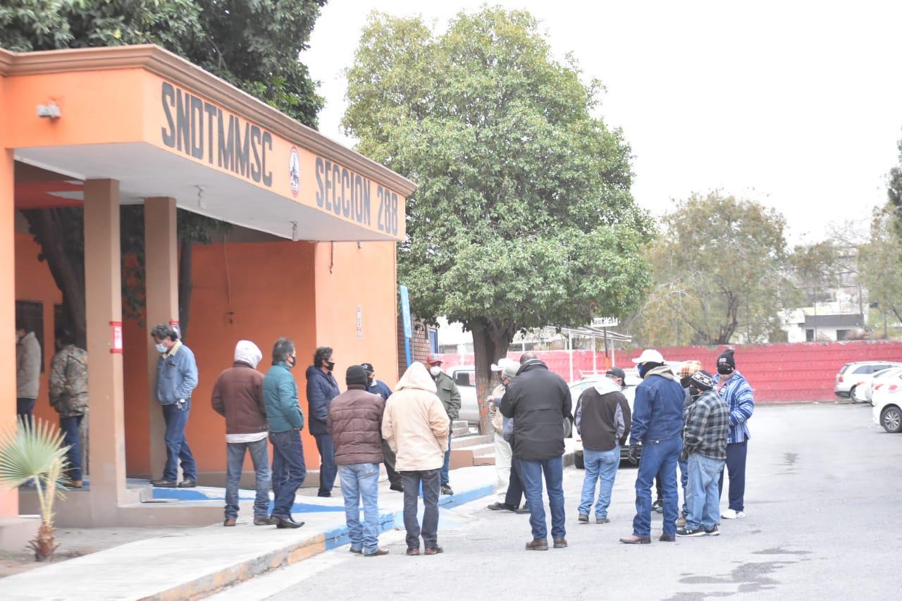 Viven obreros de AHMSA la incertidumbre de desempleo