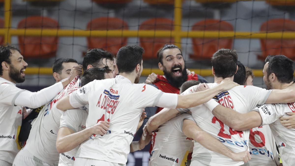 Corrales conduce a España las semifinales seis años después
