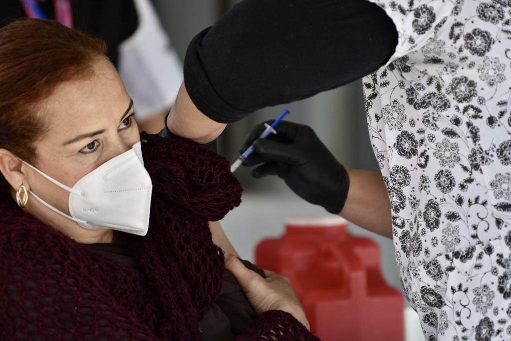 Alistan vacunas COVID-19para los adultos mayores