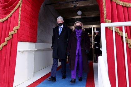 La fotografía de los Clinton y los Biden celebrando sin mascarilla es de 2016