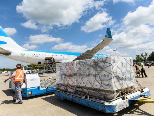 Llega el tercer vuelo de Aerolíneas Argentinas con nuevas dosis de Sputnik V