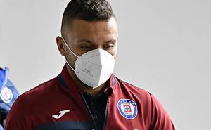 Jugadores del Cruz Azul han intentado reanimar a 'Cabecita' Rodríguez
