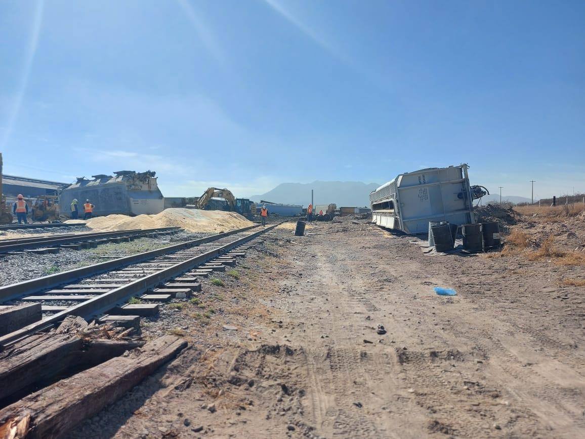 Continúan limpiando las vías de ferrocarril
