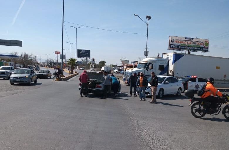 Quita derecho de vía y provoca accidente en Monclova