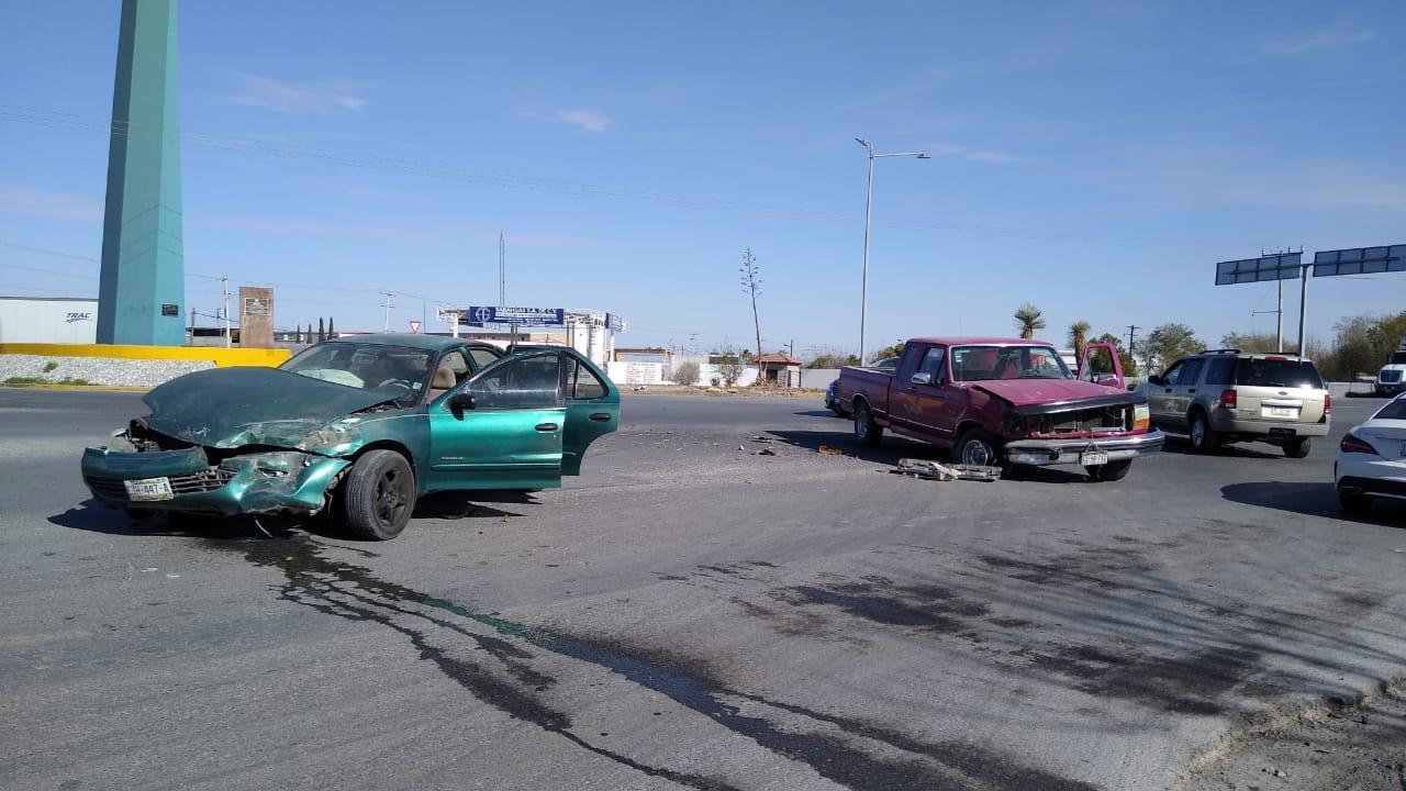 Se pasa alto y provoca accidente en Monclova