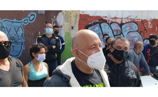 Dueños de gimnasios en SLP protestan frente a Coepris