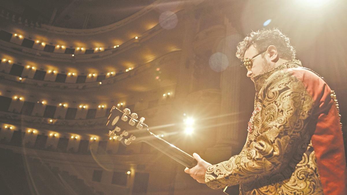 Aleks Syntek: Le hace feliz que lo comparen con Elton John