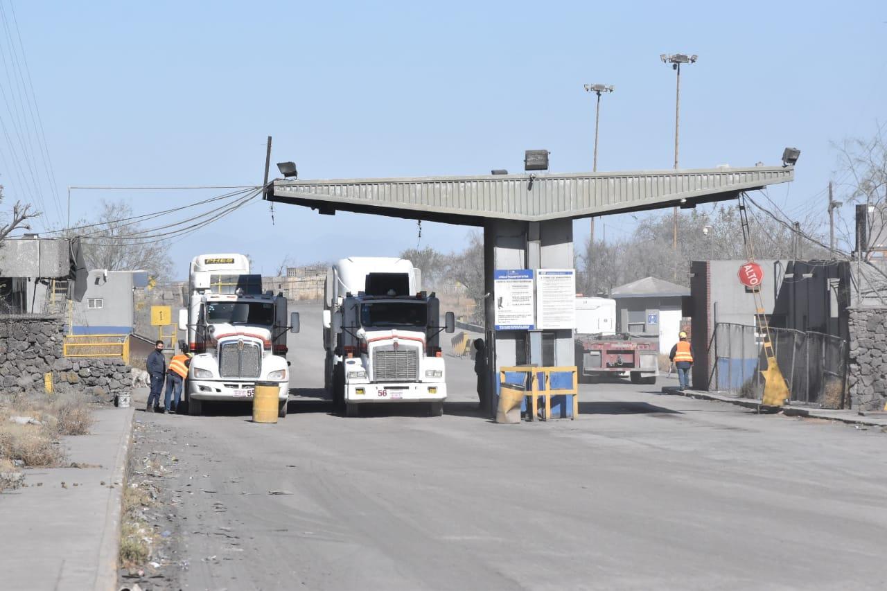Cargados de acero de AHMSA transportistas pararon unidades en Monclova
