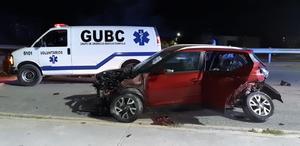 Destroza su vehículo en Las Torres en Monclova