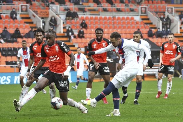 El Lorient sale del descenso